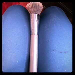 It cosmetics foundation brush!